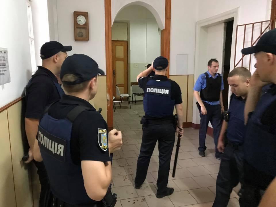 Який жах!!! В одній зі шкіл Львова знайшли закривавлене тіло, від подробиць мороз по шкірі