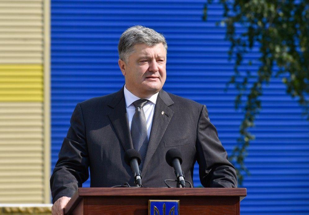 """""""Краще б він мовчав"""": Порошенко виступив у Раді і зробив не одну гучну заяву. Депутати аж роти повідкривали від цих слів"""