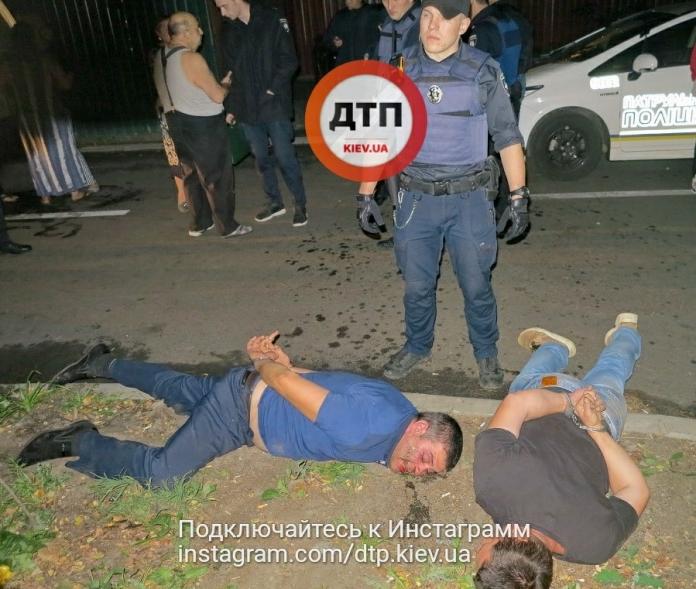 Ледь не повбивали один одного!!! В Києві п'яні цигани напали на поліцейських, це була страшна бійка