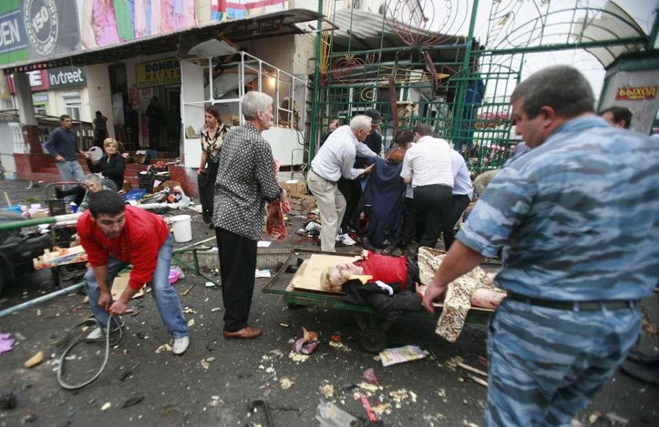 Моторошний теракт на вокзалі: Невідомий відкрив вогонь по людях, розстріляну цілу сім'ю. Серед загиблих маленькі діти