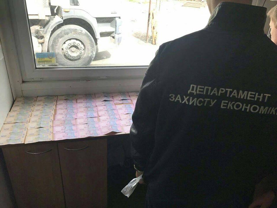 Оце так схему він придумав! На Львівщині викрили хабарника, який вимагав шалені гроші за….