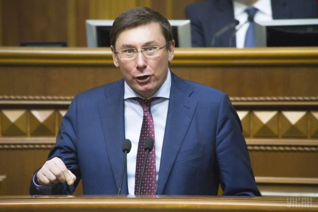 """""""Справа пішла!!!"""": Юрій Луценко підписав повідомлення про підозру ще одному скандальному нардепу"""
