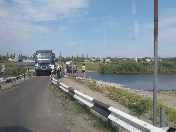 Страшна трагедія! На Миколаївщині міст повний машин пішов під воду
