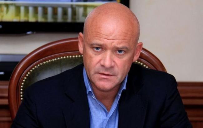 Як охоронець Труханова накинувся на журналіста, так ще й в присутності поліції. Кадри не для слабких