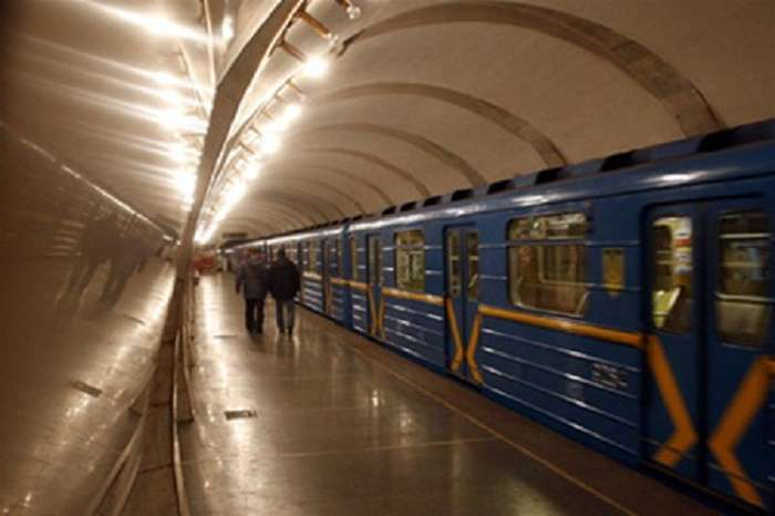 """""""Труп вже був накритий…"""": Правоохоронці були шоковані знахідкою в київському метро. Що там трапилось?"""
