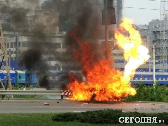 Спалахнуло як факел! Моторошна ДТП, авто вибухнуло і  згоріло дощенту.  Серце завмирає від побаченого