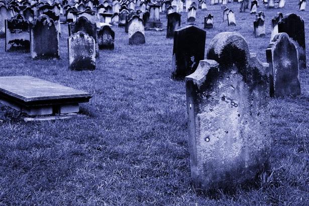 """""""Краще спати на могилі"""": Чому КАТЕГОРИЧНО не можна спати на ліжку померлого родича. Ви повинні знати цю шокуючу правду"""