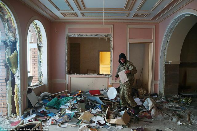 """""""Золота вілла Пшонки"""": Тільки погляньте, як зараз виглядає маєток скандального регіонала. Батонів там немає"""