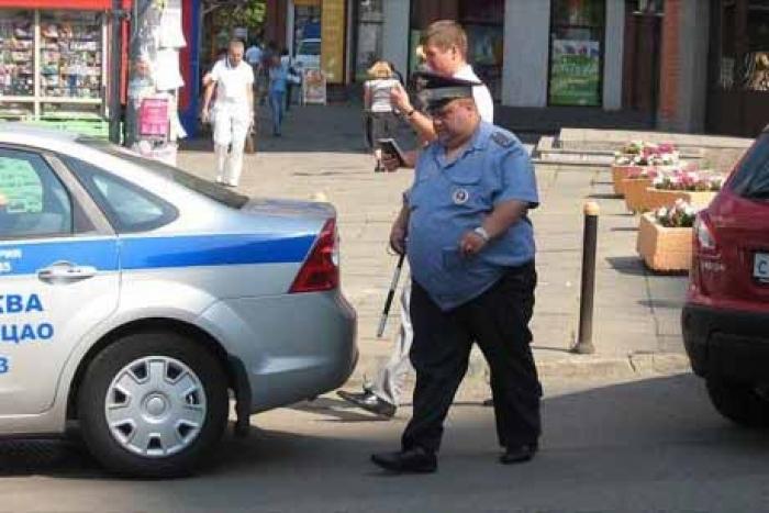 """Зганьбився на весь світ!!! Російський поліцейський """"не втримав зайву вагу в штанах"""", це потрібно бачити…"""