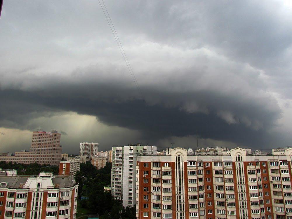 Там таке коїться! Москву накрив спустошливий ураган, який змітав усе на своєму шляху. Кадри не для слабких