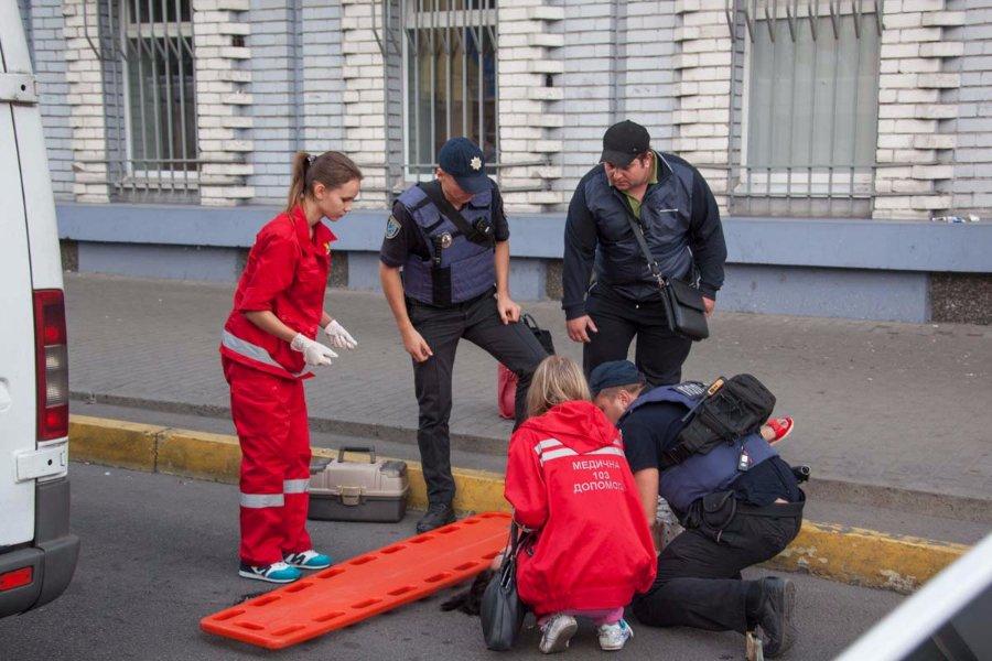 Який жах!!! У Тернополі жінка випала з маршрутки, отримавши страшні травми