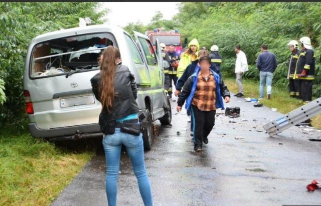 Страшна трагедія!!! Автобус із школярами потрапив у криваву ДТП, загиблих важко порахувати
