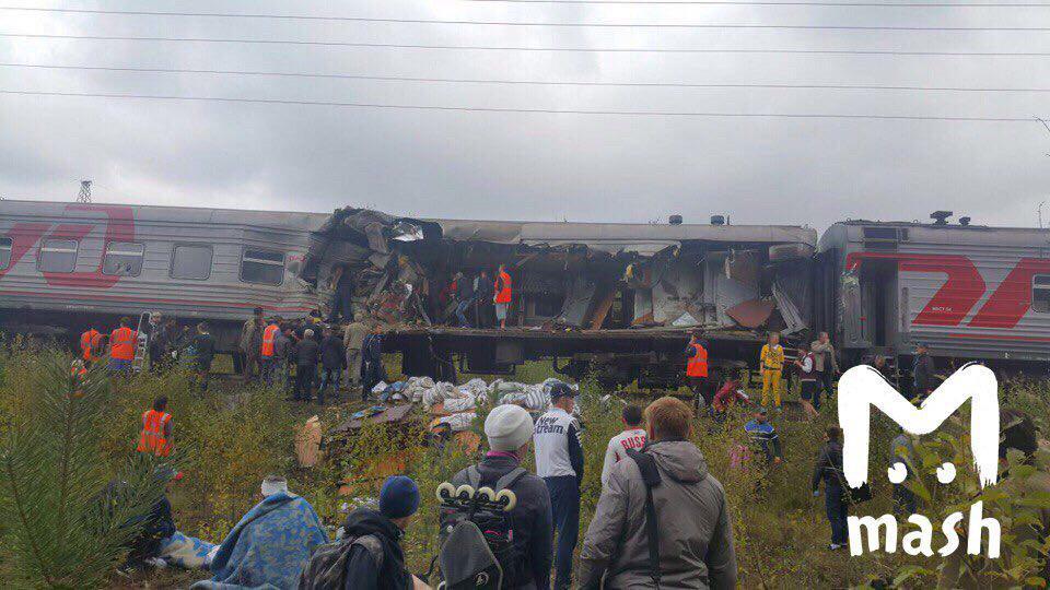 Вантажівка пробила вагон поїзда на ходу… Велика кількість постраждалих. Людей просто повикидало (ВІДЕО)