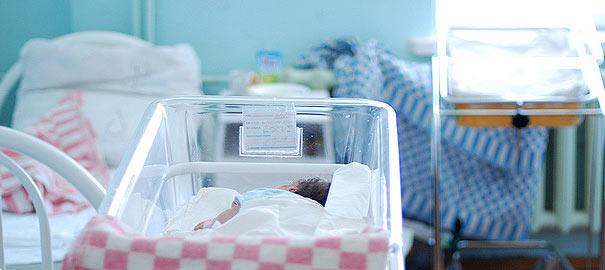 Ця матуся занадто молода: у Львові 12-річна дівчинка народила дитину від 18-річного сусіда, реакція її мами просто збиває з ніг