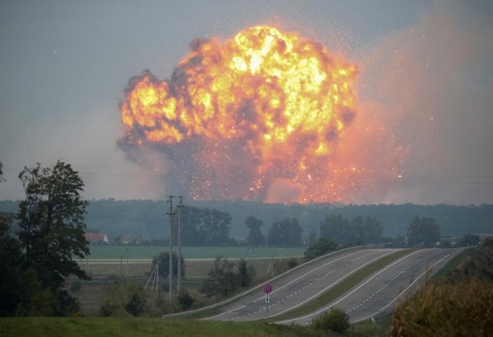 Другий Чорнобиль? Українців попередили про жахливі наслідки пожежі в Калинівці, результат може бути летальним
