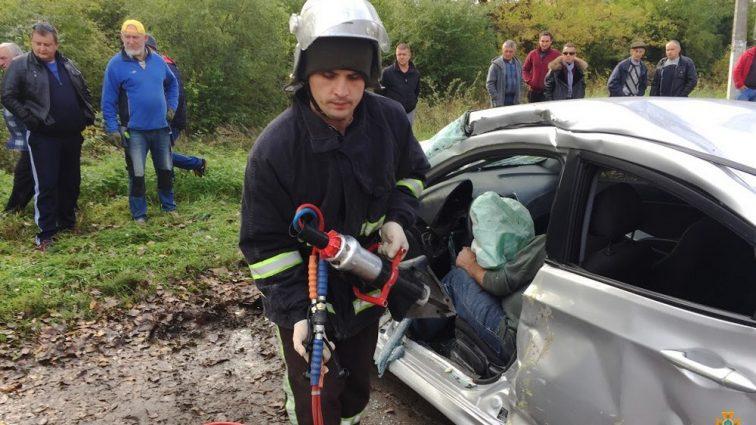 Смертельна ДТП: Рейсовий автобус протаранив автомобіль (ФОТО)