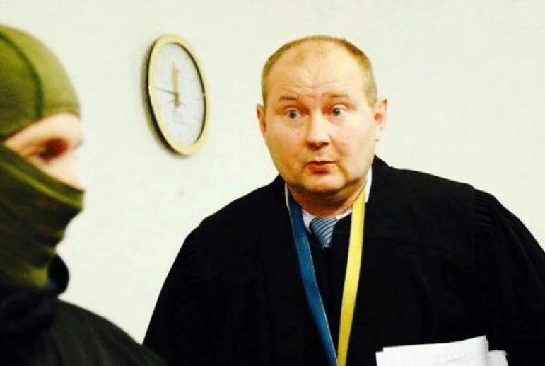 """""""Хабар поскладав у банки і закопав на городі…"""": Інтерпол розшукує українського суддю"""