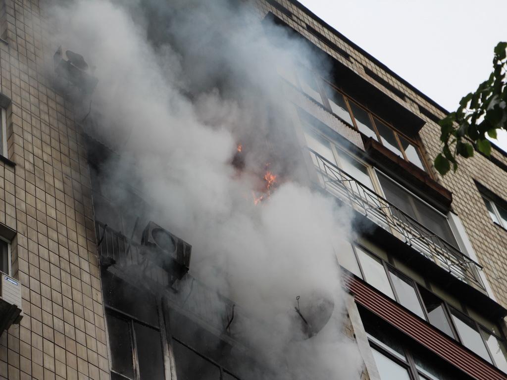 На Харківщині в багатоповерхівці сталася пожежа, є загиблі