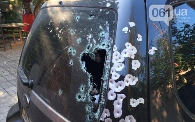 У Запоріжжі обстріляли позашляховик просто посеред білого дня