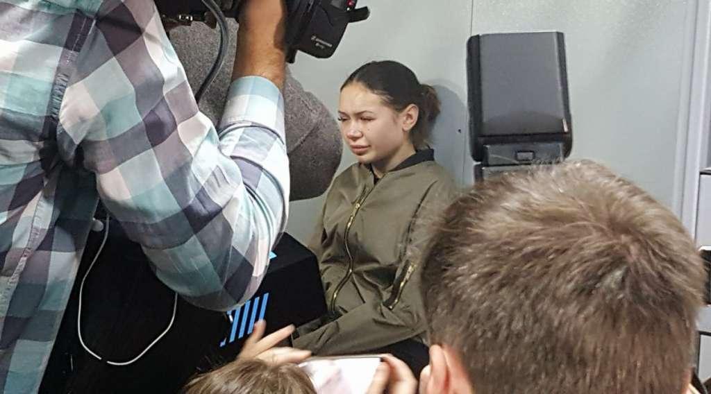 """""""Під тиском цих осіб"""": стало відомо, що одразу після затримання Зайцевої до слідчого вдерлися 50 невідомих"""