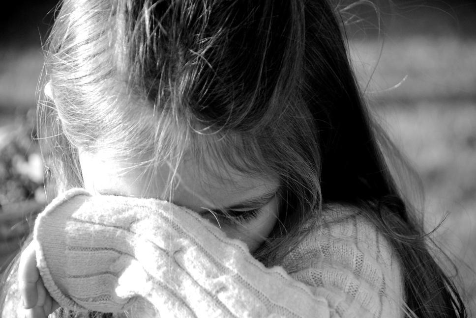 """""""В домашньому одязі та капцях"""": У Запоріжжі матір залишила 7-річну дівчинку вночі на вулиці"""