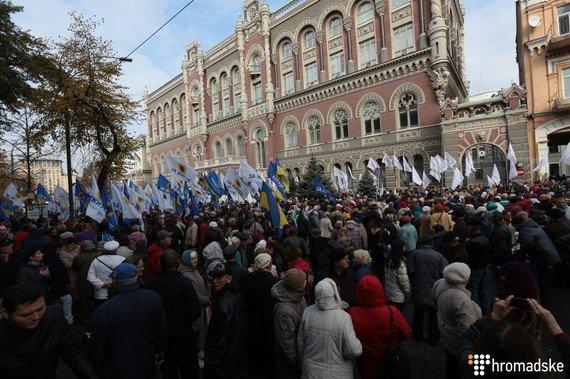 Протест продовжується!  Мітингувальники і окремі нардепи не збираються розходитись поки не виконають вимоги