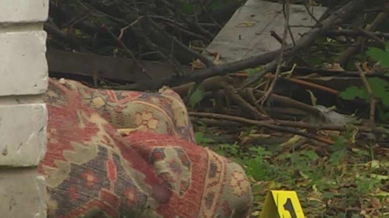 Замотана в килим: у Чернігові знайшли труп молодої жінки просто в центрі міста