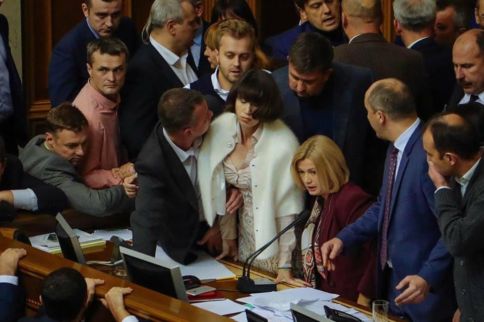 """""""Напишуть таких законів, що завтра ніхто не буде жити в Україні"""": нардеп-радикал повідомив нову інформацію щодо підвищення зарплат нардепам"""