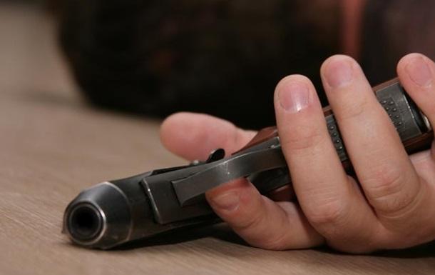 У Львові чоловік застрелився у власній квартирі