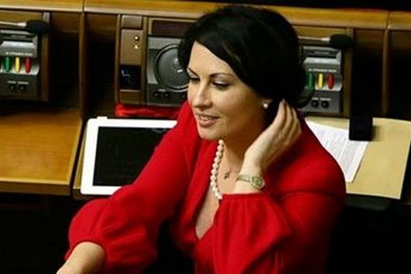 Дворянське весілля: Скандальна депутатка Оксана Калетник вийшла заміж, у вас щелепа відвисне від її обранця