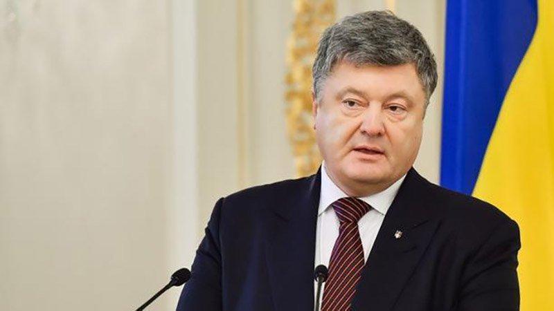 """""""Бреше, краде, бухає…це плювок у майбутнє України"""": Відомий політолог жорстко розкритикував Порошенка"""