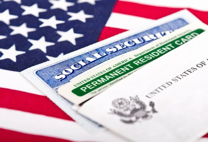 Дональд Трамп впроваджує нову імміграційну політику: обмеження видачі Green Card та інше