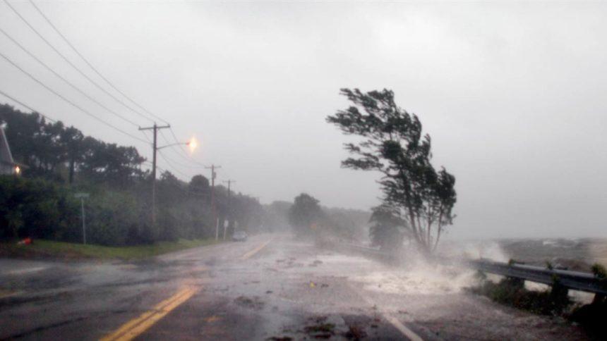 """""""Ми закликаємо усіх…"""": Синоптики розповіли, чи справді Україну накриє ураган """"Герварт"""""""