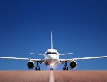 Пілот здійснив аварійну посадку великого лайнера в небезпечних умовах (ВІДЕО)