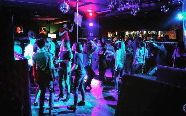 Статевий акт в нічному клубі: ось що сталося з учасниками