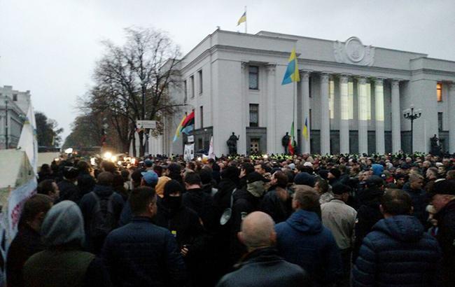 """""""Поки спокійно"""": в центрі Києва збираються активісти та відомі політики, що ж там буде відбуватися?"""