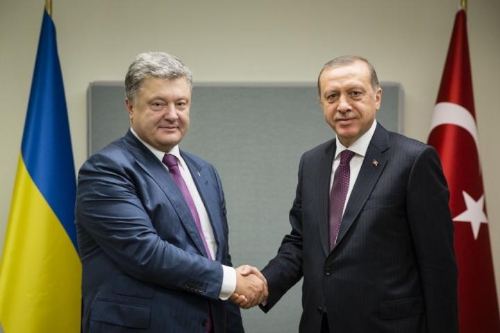 Стало відомо про що говорили Порошенко з Ердоганом під час розмови тет-а-тет