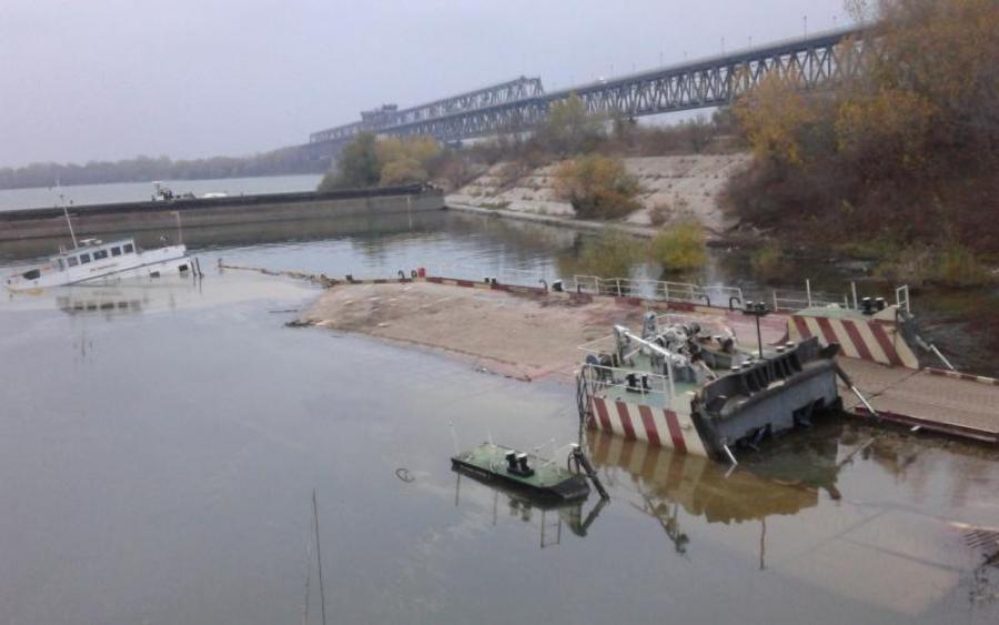 Затонула баржа загрожує екологічною катастрофою у Каховському водосховищі. Що чекає жителів регіону?