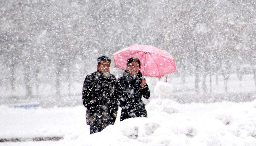 Штормовий вітер, сніг та хуртовини: Що розповіли синоптики про початок нового тижня