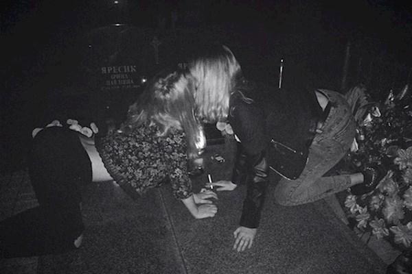 """""""Танці на кістках"""": З'явилося відео та подробиці львівської вечірки на цвинтарі"""