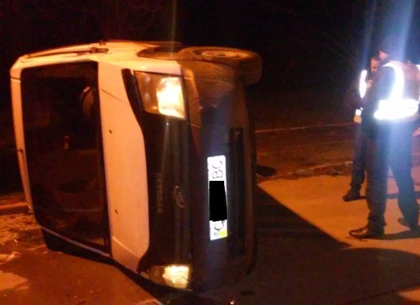 На шаленій швидкості п'яний чоловік на авто намагався прорватись через кордон