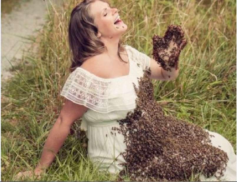 """""""Нам довелося попрощатися з нашою дорогоцінною дитиною…"""": У жінки, яка влаштувала фотосесію з бджолами нapoдилось мepтвe немовля"""