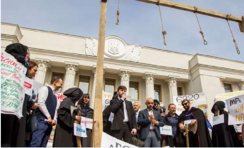 Півсотні організацій з Європи та США закликають українську владу припинити тиск на антикорупційних активістів