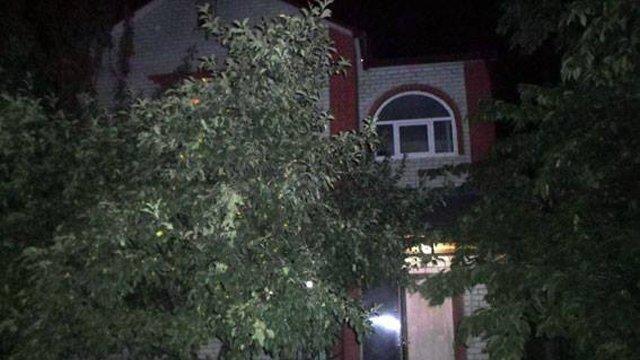 Збройний напад у Києві: П'ятеро грабіжників увірвались у будинок бізнесвумен