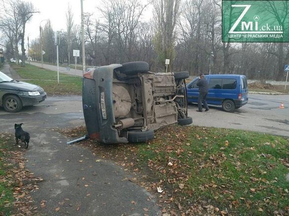У Черкасах зіткнулись два автомобілі, є постраждалі