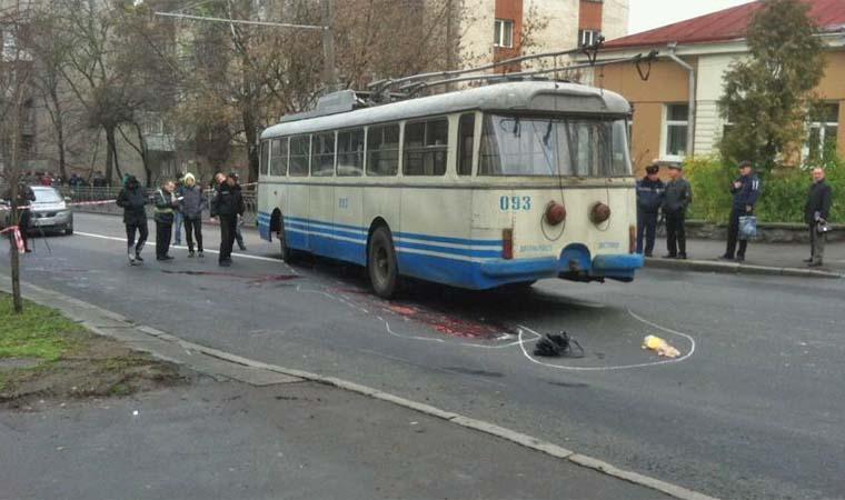 Хто ж винен? В Одесі тролейбус збив дитину просто біля школи