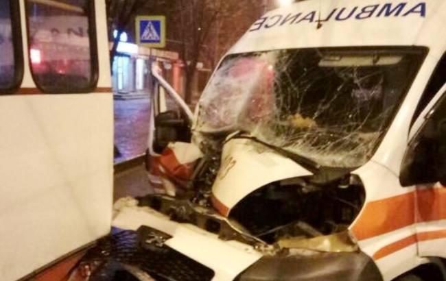 """""""Швидка влетіла у тролейбус"""": Деталі страшної ДТП у Харкові"""