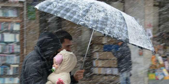 """""""Варто прихопити рукавиці"""": Синоптики попередили про погіршення погодних умов на вихідних"""