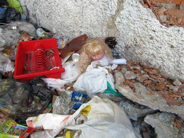 """""""Народила вночі у номері готелю"""": Поліція повідомила деталі про знайдене біля Львова тіло дитини на смітнику"""