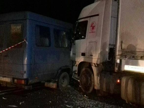 12 постраждалих, серед яких вагітна жінка: Біля Львова зіткнулися вантажівка та автобус